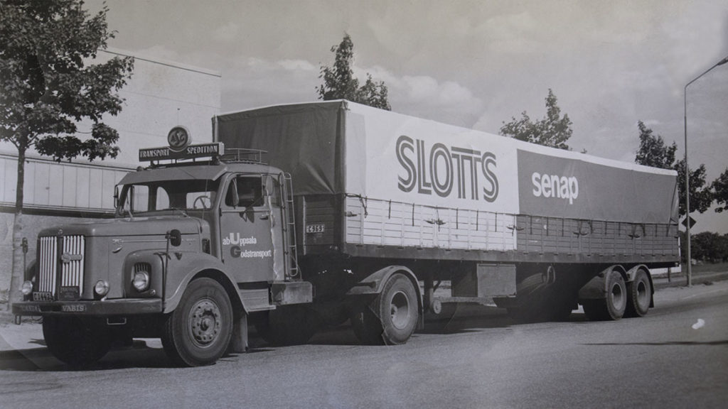 I Uppsala hittar man GLA, vilket står för Gunnar's Lastbilutrustning AB med anor från 1875.  Idag kännetecknar vår specialitet kapell i olika färger och utformningar med eller utan reklamtexter.